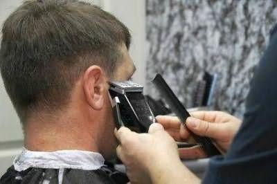 стрижка волосся машинкою