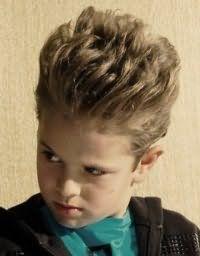 Дитяча стрижка для хлопчика з довгим волоссям