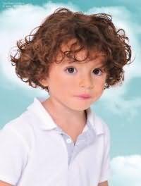 Дитяча стрижка для хлопчиків з кучерявим волоссям