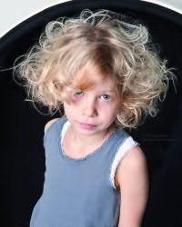 Модний дитячий стрижка для дівчинки
