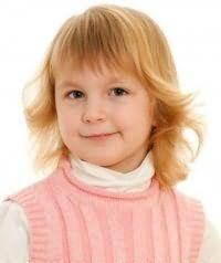 Дитяча стрижка для дівчаток з чубчиком