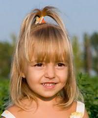 Модний дитячий стрижка каре для дівчинки