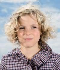Дитяча стрижка для дівчаток з кучерявим волоссям