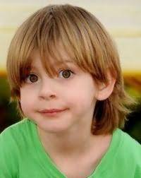 Класична дитяча стрижка для хлопчика з довгим волоссям