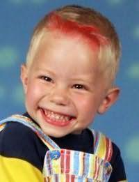 Зачіска з яскравою чубчиком для хлопчика