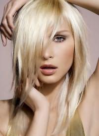 стрижки з довгою чубчиком на середні волосся 1