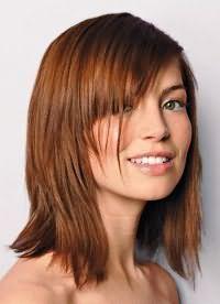 стрижки на волосся середньої довжини з чубком 2