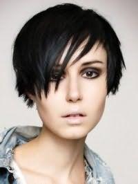 Стрижка емо для коротких тонких волосся чорного кольору
