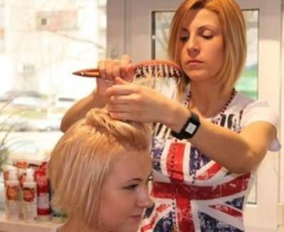 Довірте свою шевелюру професійного перукаря, який підбере потрібний варіант стрижки