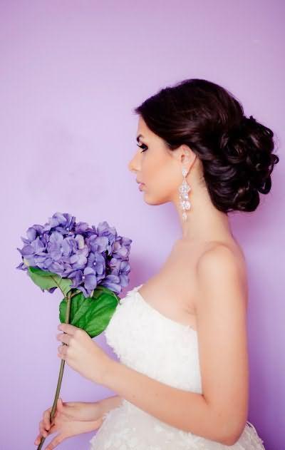 Весільні зачіски з чубчиком і фатою