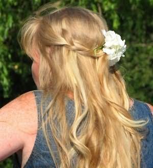 Вплести короткі прядки в довгі при такому варіанті зачіски не важко
