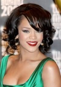 Модна і швидке укладання на волосся короткої довжини.