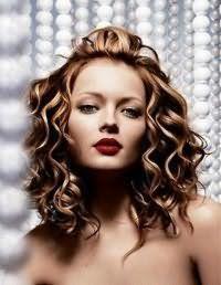 Красива швидке укладання для волосся середньої довжини.