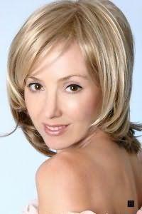 Жіноча стрижка для середніх волосся без укладання