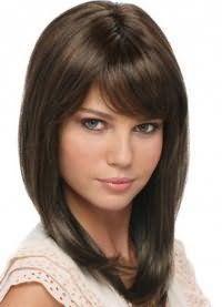 Модна стрижка, яка не потребує укладання, на середні волосся