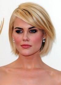 Стильна стрижка, яка не потребує укладання, для короткого волосся
