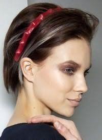 Укладання короткого волосся з обідком.