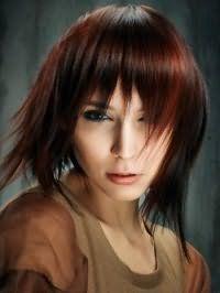 Жіноча стрижка подовжене каре з рваною чубчиком для мелірованого волосся