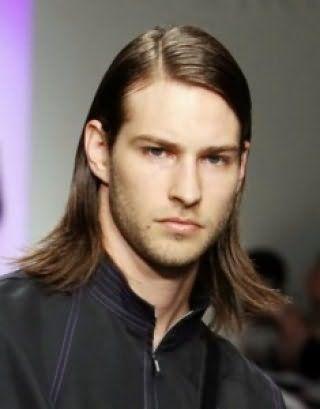 Чоловічі зачіски з розпущеним волоссям
