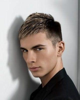 Чоловіча зачіска напівбокс