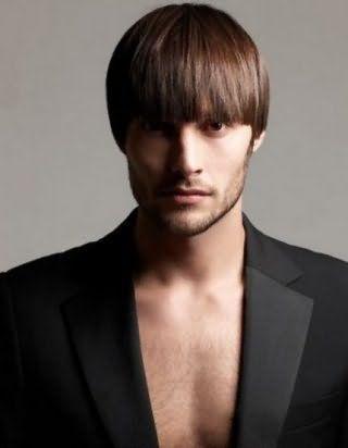 Чоловіча зачіска з чубком