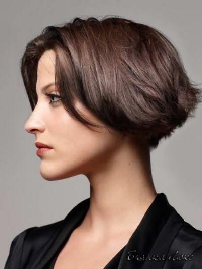 Модні стрижки на середні волосся фото
