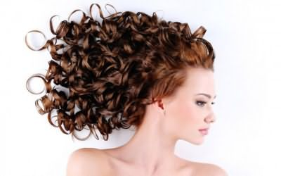 Яку зробити стрижку на хвилясте волосся середньої довжини