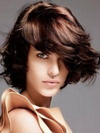 Красива рвана стрижка для брюнетки з довгим волоссям