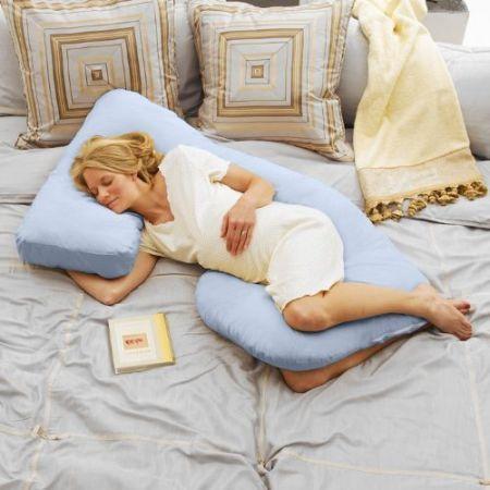 Навіщо потрібна спеціальна подушка для сну вагітної?