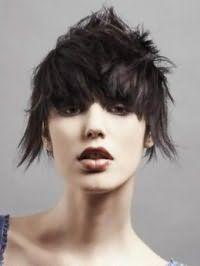 Креативна стрижка каскад з подовженими пасмами для короткого волосся чорного кольору