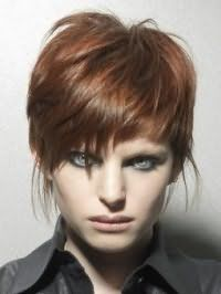Жіноча стрижка каскад для короткого волосся мідного відтінку