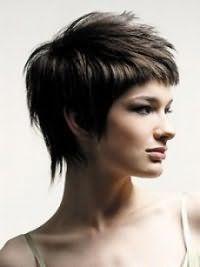 Класична стрижка каскад для густих коротких волосся темно-каштанового відтінку