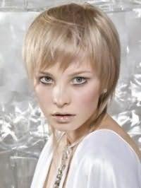 Жіноча стрижка каскад для тонких коротких волосся попелястого відтінку