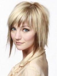 Ідея стрижки каскад з чубком і мелірування для прямих середніх волосся